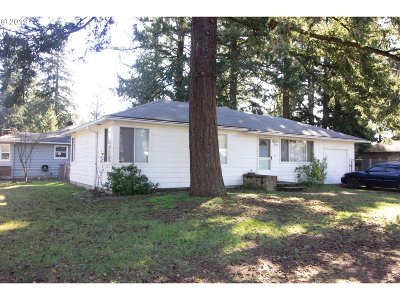 Portland Single Family Home For Sale: 3808 SE 115th Ave