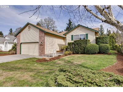 Milwaukie Single Family Home For Sale: 13858 SE Beech St
