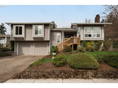 Beaverton Single Family Home For Sale: 9945 SW Buckskin Ter