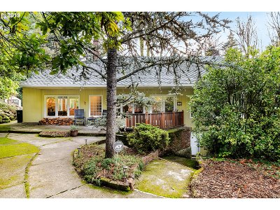 Single Family Home For Sale: 100 NW Pittock Ave
