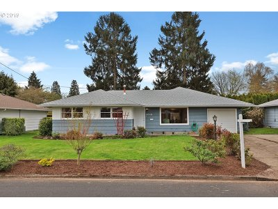 Milwaukie Single Family Home For Sale: 4548 SE Fieldcrest St