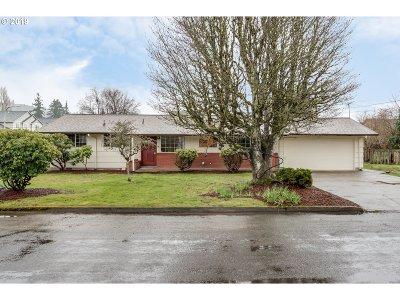 Clackamas County, Multnomah County, Washington County, Clark County, Cowlitz County Single Family Home For Sale: 2018 Rhododendron Dr