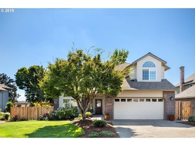 Happy Valley, Clackamas Single Family Home For Sale: 12828 SE Sunnyview Dr