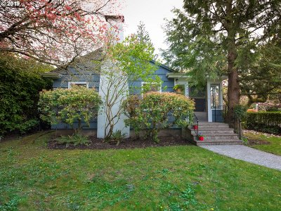 Portland Single Family Home For Sale: 216 SE 55th Ave