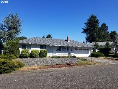 North Bend Single Family Home For Sale: 3810 Vista Dr.