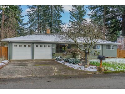Portland Single Family Home For Sale: 1510 SE 143rd Ave