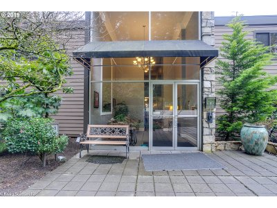 Portland Condo/Townhouse For Sale: 1500 SW Skyline Blvd #2