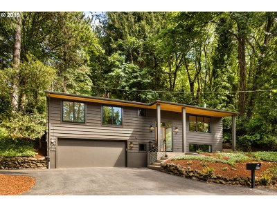 Lake Oswego Single Family Home For Sale: 17590 Blue Heron Rd