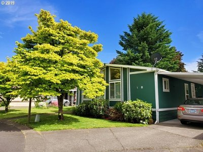 Milwaukie Single Family Home For Sale: 7858 SE King Rd