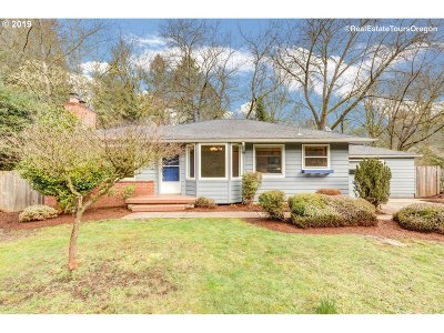 Portland Single Family Home For Sale: 2451 SW Bertha Blvd