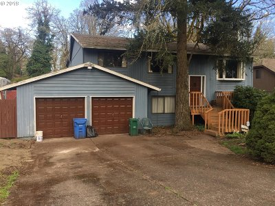 Milwaukie Single Family Home For Sale: 13630 SE Maple Ln