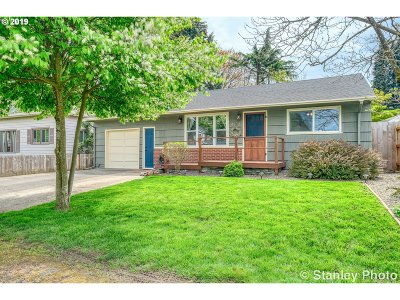 Milwaukie Single Family Home For Sale: 4602 SE Harrison St