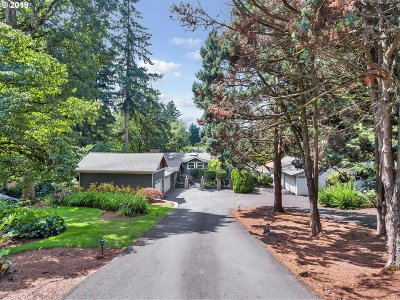 Lake Oswego Single Family Home For Sale: 17979 Kelok Rd