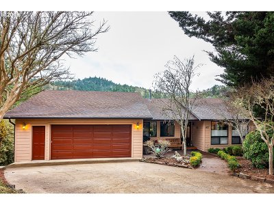 Roseburg Single Family Home For Sale: 413 Chinkapin Ct