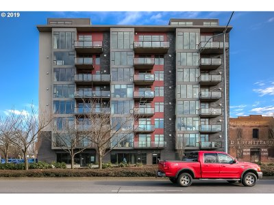Salem Condo/Townhouse For Sale: 156 Front St NE #560