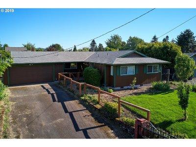 Single Family Home For Sale: 10914 E Burnside St