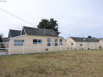 Seaside Single Family Home For Sale: 840 Section Line Rd #2