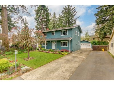 Portland Single Family Home For Sale: 2155 SE 113th Ave