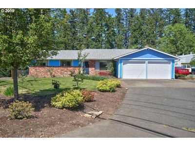 Newberg Single Family Home For Sale: 305 W Illinois St