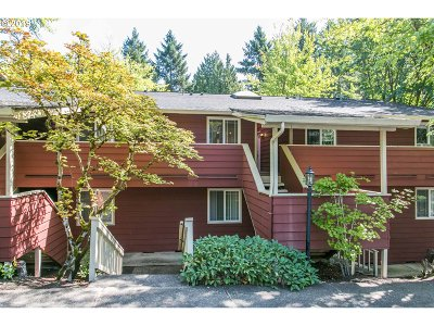 Wilsonville Condo/Townhouse For Sale: 29700 SW Courtside Dr #28
