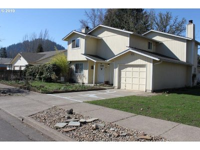Springfield Single Family Home For Sale: 598 67th Pl