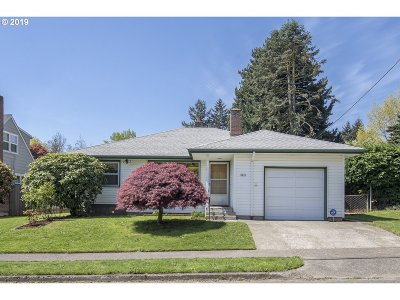 Portland Single Family Home For Sale: 2825 SE 79th Ave
