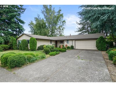Hillsboro Single Family Home For Sale: 2826 SE Rood Bridge Dr