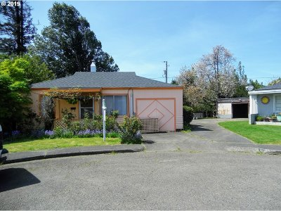 Coquille Single Family Home For Sale: 452 W 5th St