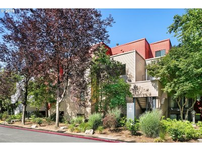 Condo/Townhouse For Sale: 720 NW Naito Pkwy #D9