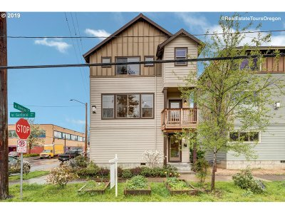 Portland Single Family Home For Sale: 300 NE Emerson St