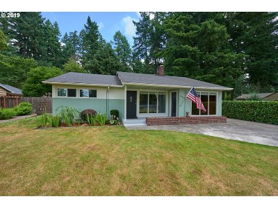 Lake Oswego Single Family Home For Sale: 16524 Roosevelt Ave