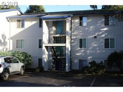 Portland Condo/Townhouse For Sale: 10010 SW Hall Blvd