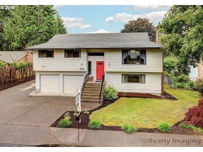 Gladstone Single Family Home For Sale: 18565 Goetz Rd