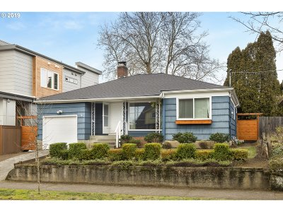 Portland Single Family Home For Sale: 4135 SE Evergreen St