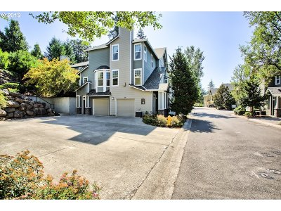 West Linn Condo/Townhouse For Sale: 800 Springtree Ln
