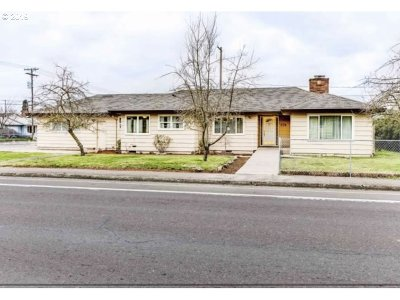 Springfield Single Family Home For Sale: 2114 Centennial Blvd