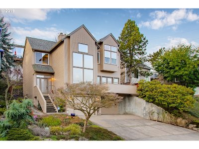 Multnomah County Single Family Home For Sale: 7621 SW Hood Ave