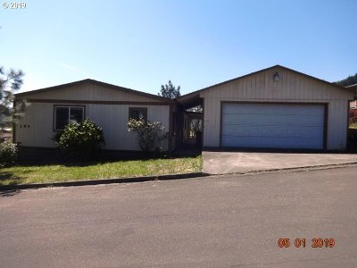 Roseburg Single Family Home For Sale: 164 NW Cordelia Ct