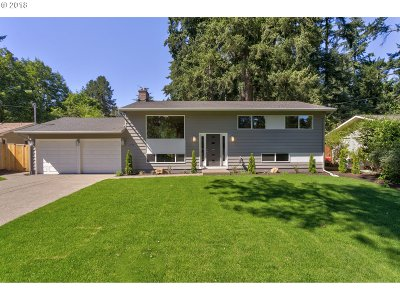 Lake Oswego Single Family Home For Sale: 6419 SW Dawn St