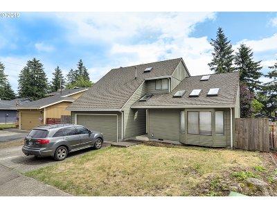 Single Family Home For Sale: 17102 NE Everett St
