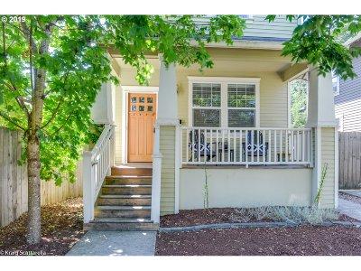 Portland Single Family Home For Sale: 6838 SE Henry St