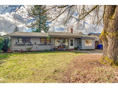 Portland Single Family Home For Sale: 3235 SE 165th Pl