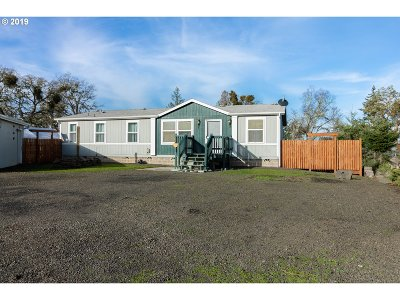 Roseburg Single Family Home For Sale: 1055 J R Ln
