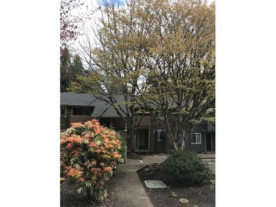 Wilsonville Condo/Townhouse For Sale: 29700 SW Courtside Dr #37