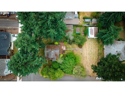 Milwaukie Single Family Home For Sale: 3021 SE Evergreen Ave