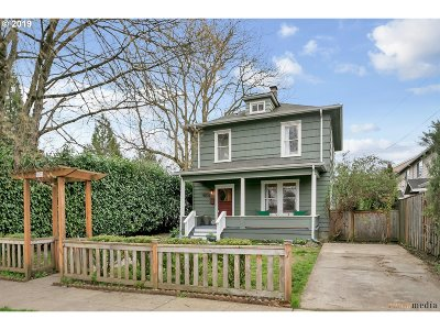 Multnomah County Single Family Home For Sale: 8052 NE Couch St