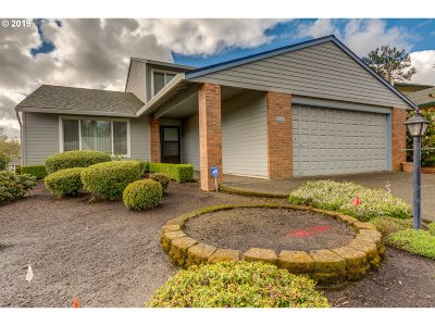 Tigard Single Family Home For Sale: 9760 SW Lakeside Dr