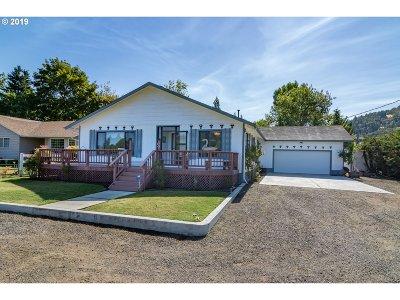 Roseburg Single Family Home For Sale: 949 W Old Melrose Rd