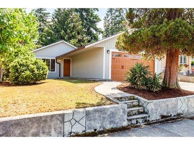 Portland Single Family Home For Sale: 3730 NE Roselawn St