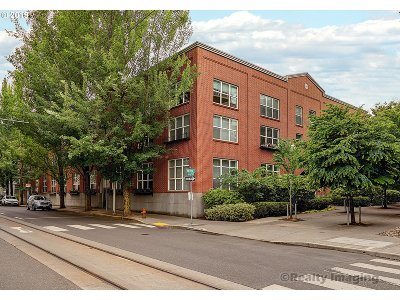 Portland Condo/Townhouse For Sale: 1009 NW Hoyt St #107